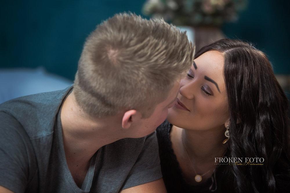 Simone och David hos Fröken Foto Studio i Skene fotograf Malin Richardsson 2019   med logga (47).jpg