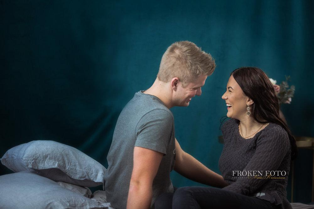 Simone och David hos Fröken Foto Studio i Skene fotograf Malin Richardsson 2019   med logga (51).jpg