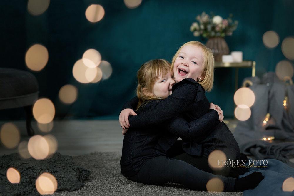 Syskon på väg hos Fröken Foto Studio Skene fotograf Malin Richardsson 2019  (47).jpg