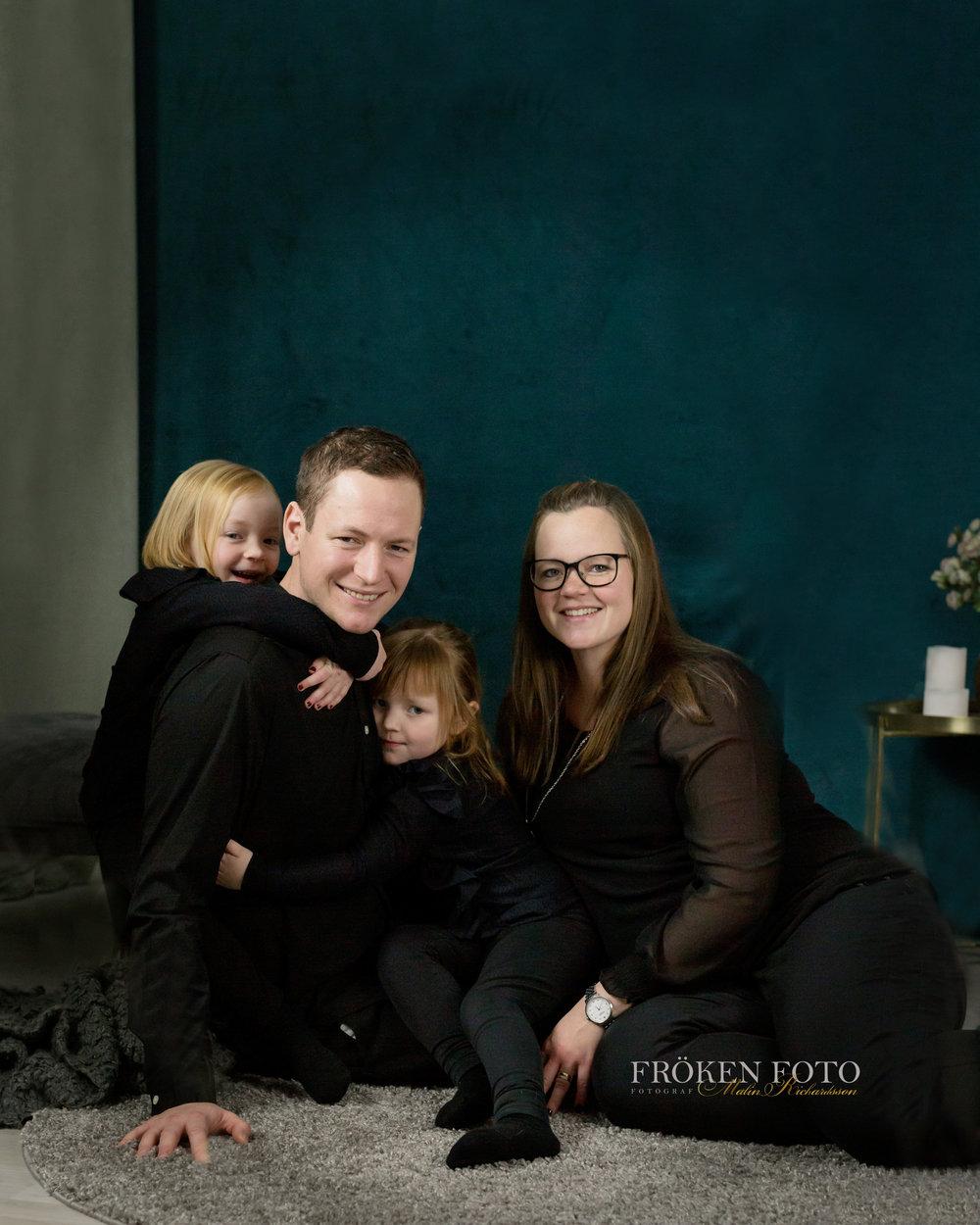 Syskon på väg hos Fröken Foto Studio Skene fotograf Malin Richardsson 2019  (56).jpg