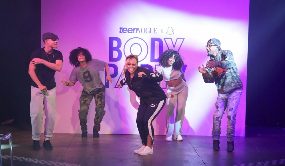dinah-jane-bottled-up-first-performance-teen-vogue-nyfw-party-10_orig.jpg