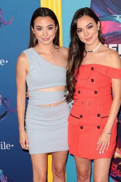 veronica-vanessa-merrell-merrell-twins-at-teen-choice-awards-2018-at-the-forum-in-beverly-hills-1-thumbnail.jpg