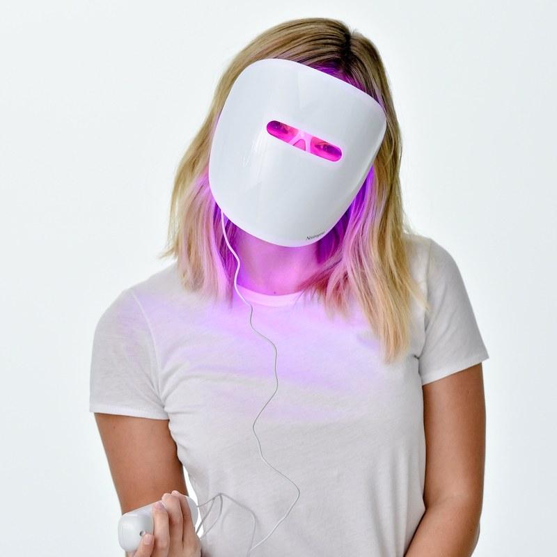 neutrogena-light-mask-3_orig.jpg