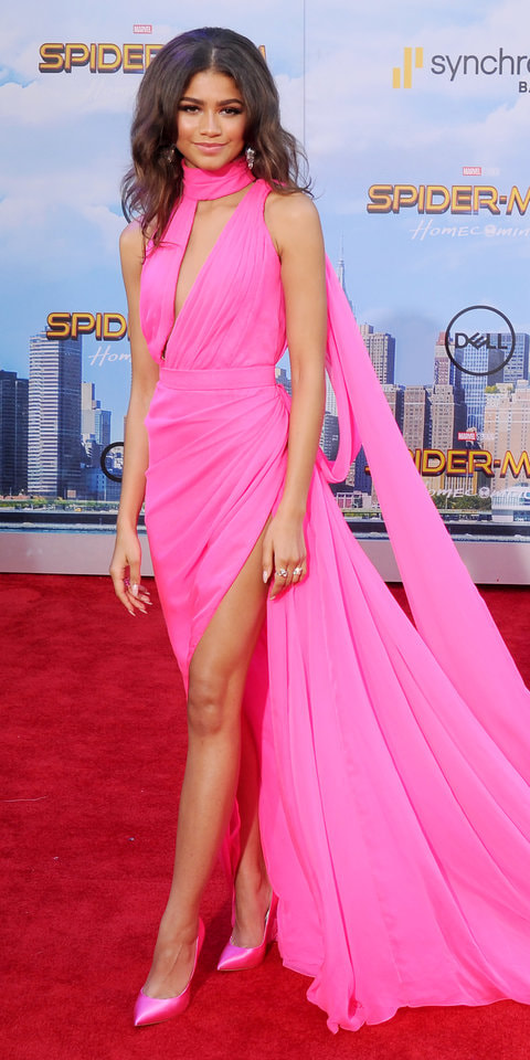 spiderman-homecoming-premiere-ralph-and-russo-hot-pink-gown-2017_orig.jpg