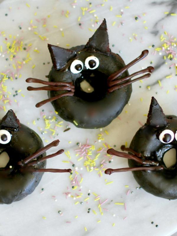 black-cat-doughnuts_orig.jpg