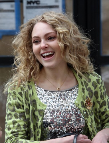 "AnnaSophia Robb wearing the ""C"" necklace on The Carrie Diaries."