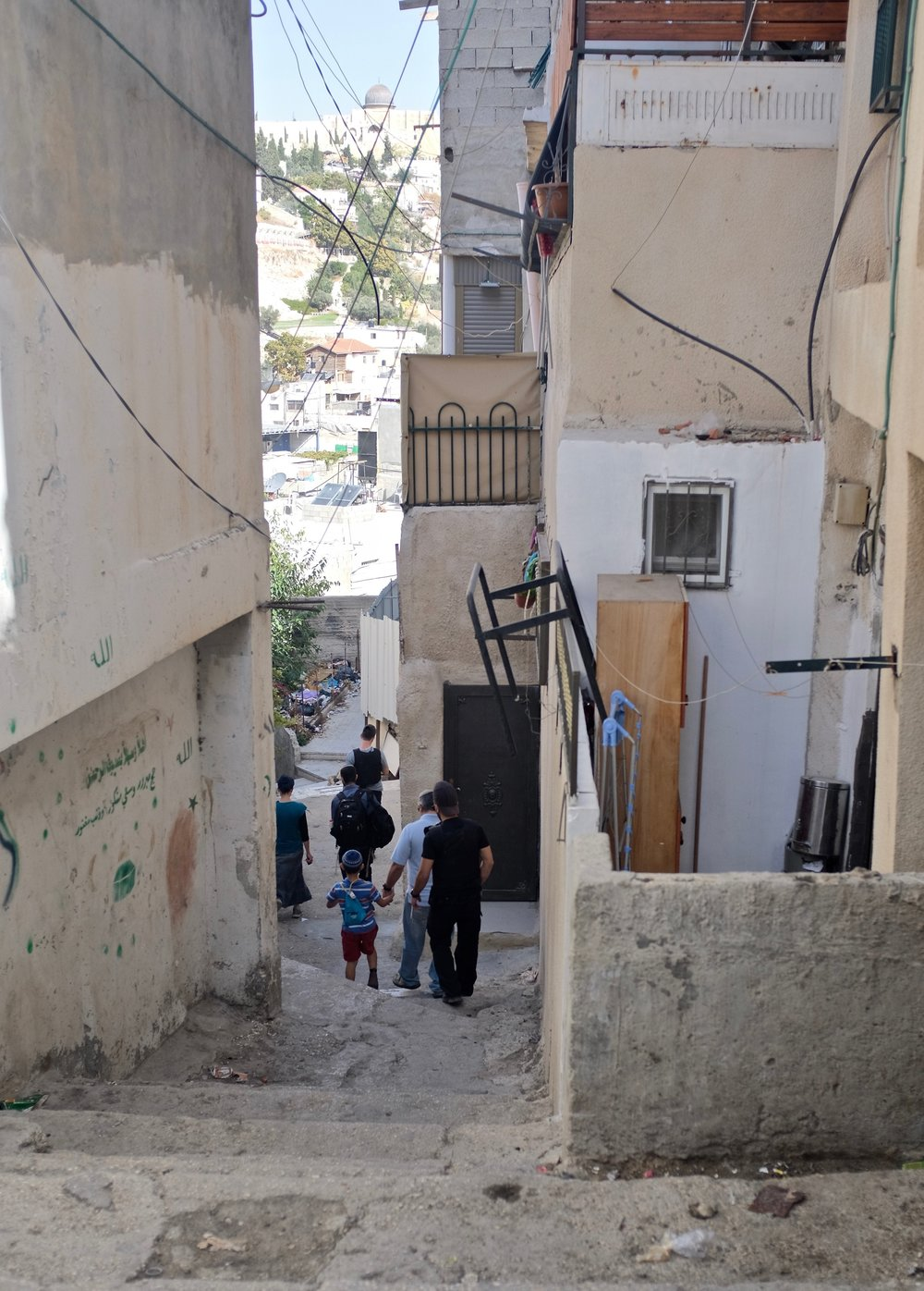 Settlers and their private security in the heart of community