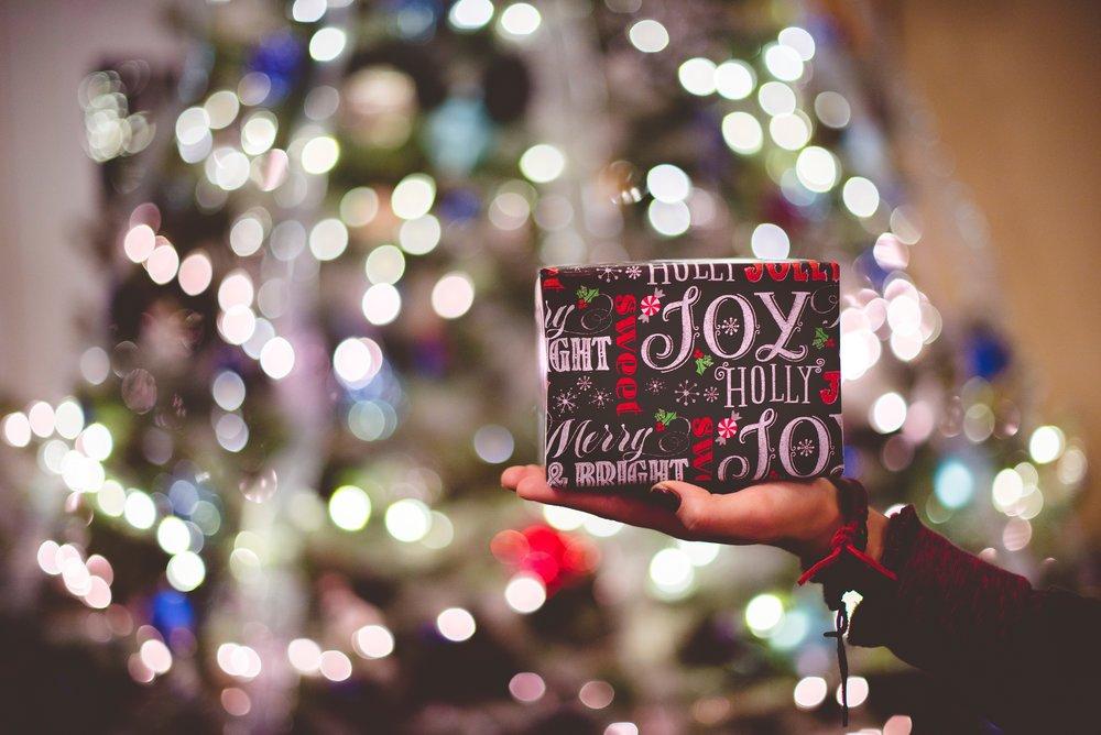 gift_tree_hand.jpg