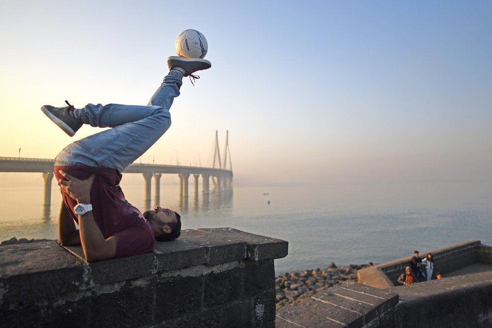 Aarish Ansari, with the beautiful backdrop of Mumbai's Sea Link bridge [photo credit @youthincmag]