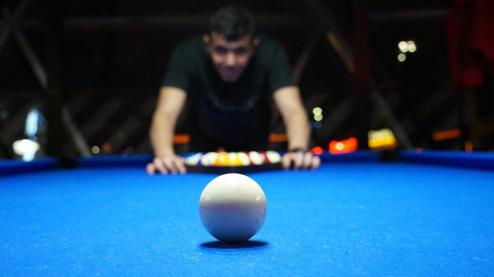 billard-person-pool-16074.jpg