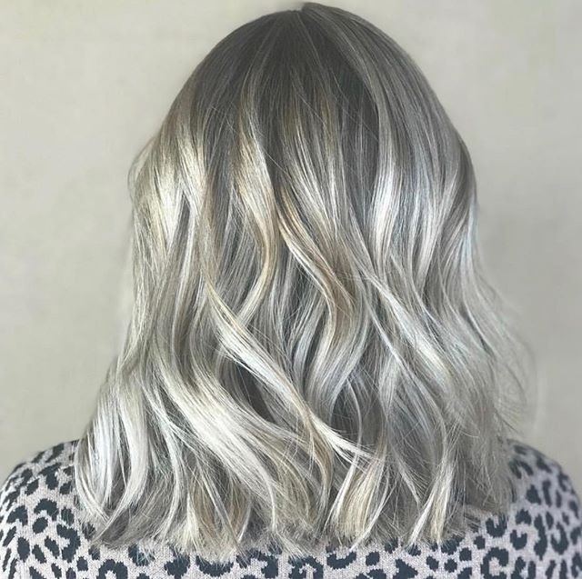 Hello icy, cool blonde perfection ala @brittanypstylist ... ❄️💙 #owayorganics #owayhaircolor #verdesalon #chandler #chandlerholisticstylist @owayorganics #blonde