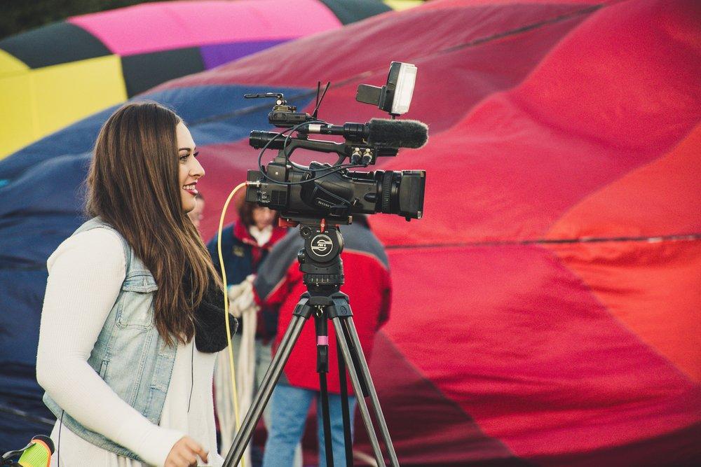 camera-girl-job-1426044.jpg