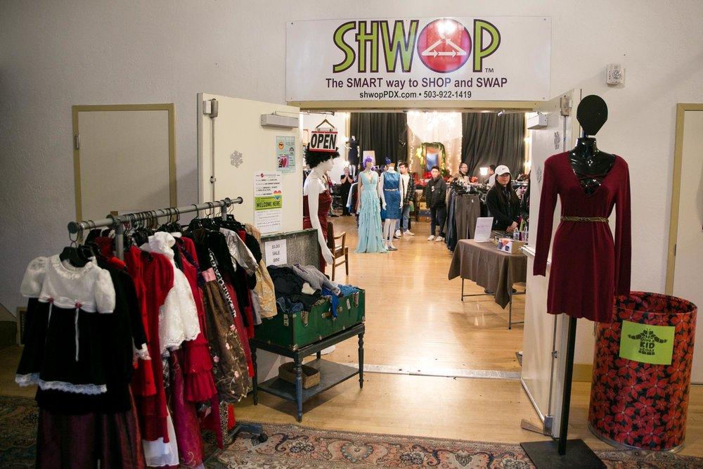 visit-sellwood-moreland-business-alliance_decemberville-event-35.jpg