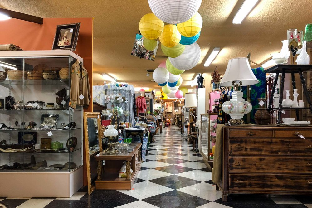 visit-sellwood-moreland-business-alliance_stars-antiques-malls-7.jpg