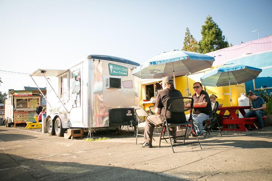 visit-sellwood-moreland-business-alliance_sellwood-corner-food-carts.jpg