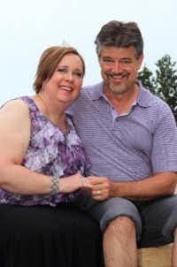 Frank Bezahlte sogar das College von Suzannes Tochter & überwies ihr $500.000 Taschengeld. -