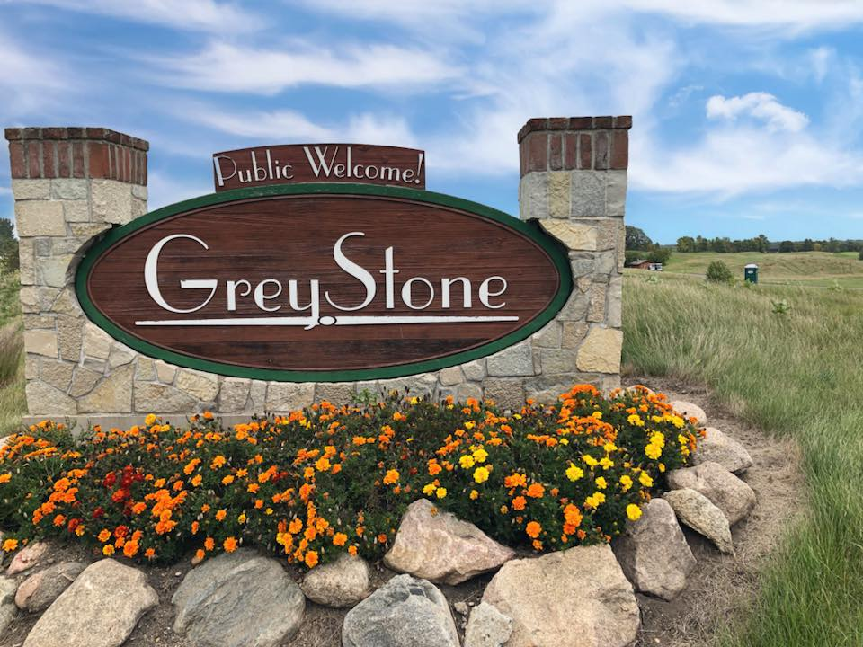 MEMBERSHIPS - GreyStone members share a common bond: they enjoy great golf, good food, and fun social activities. Enjoy regular member events, clinics, junior & couples golf & guest play.