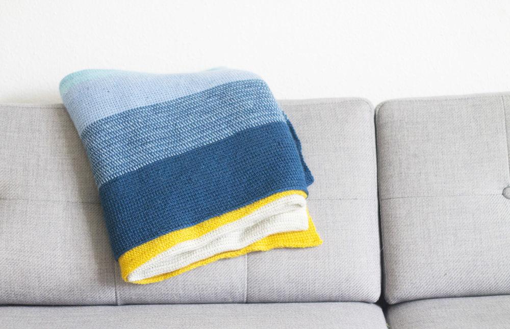 hæklet-tæppe med striber.jpg