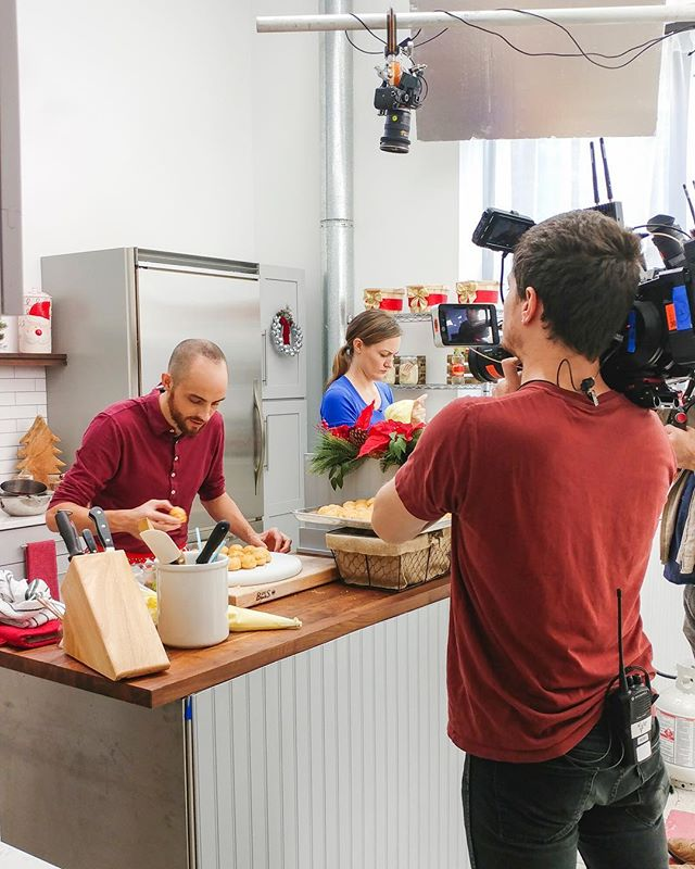 It's always a pleasure having @foodnetwork at our studio! This BTS shot was taken during filming of the new show Undercooked, which just premiered last night, so check it out! #shootatbondstreet . . . #foodnetwork #bondstreetstudio #shotatbondstreet #bts #behindthescenes #btsmagazine #filmcrew #onset #photorentalstudio #nycstudio #nycstudiorental #brooklynstudio #brooklynstudiorental #nycphotographer #brooklynphotographer #nycvideographer #brooklynvideographer #cameracrew #brooklynphotostudio #nycphotostudio