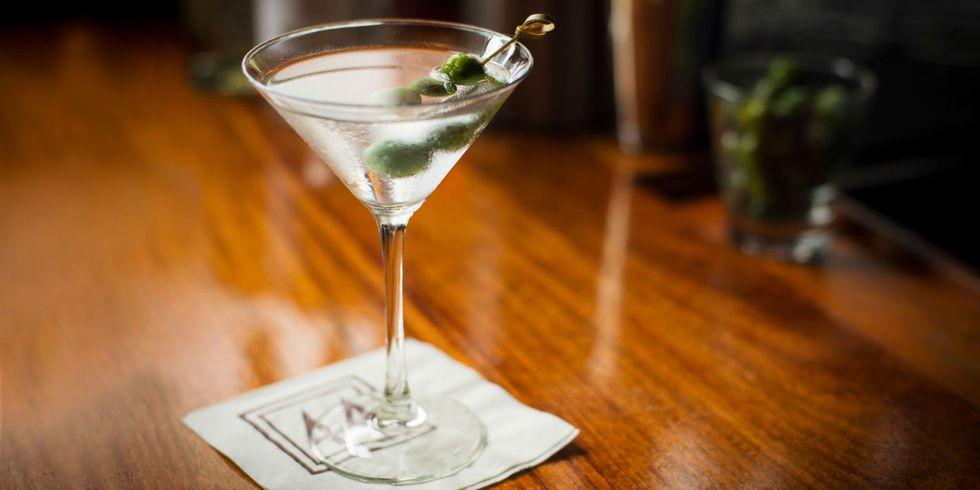 Dirty vodka martini.jpg