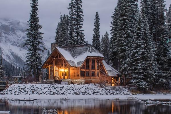 winter_cabin_reflection.jpg