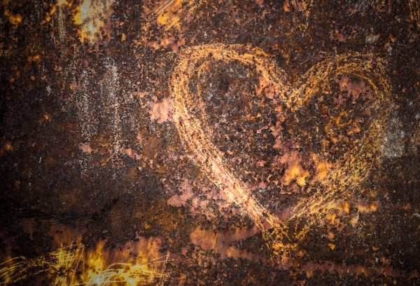 heart_scratched_in_rusted_metal.jpg