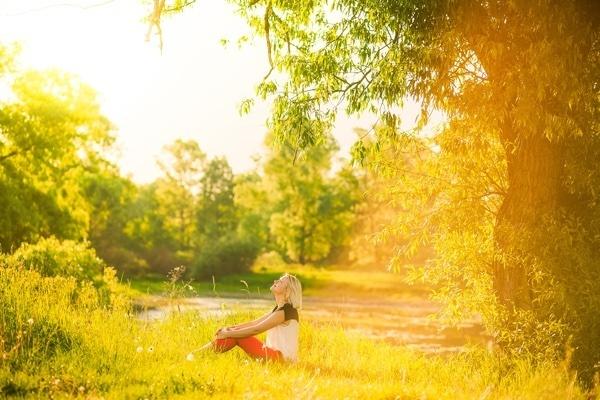 woman_listening_under_tree.jpg