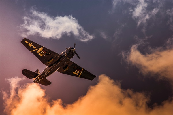 war_plane_at_sunset.jpg