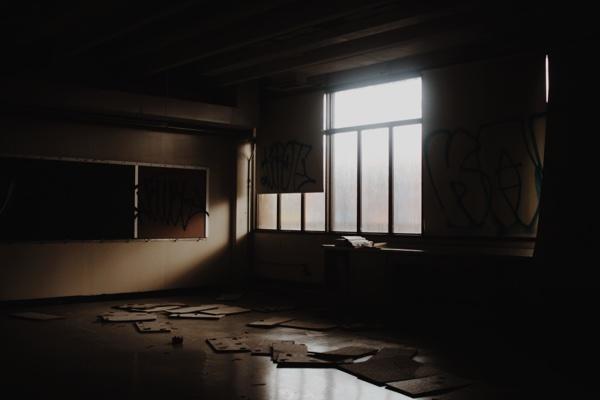 school_classroom_abandoned.jpg