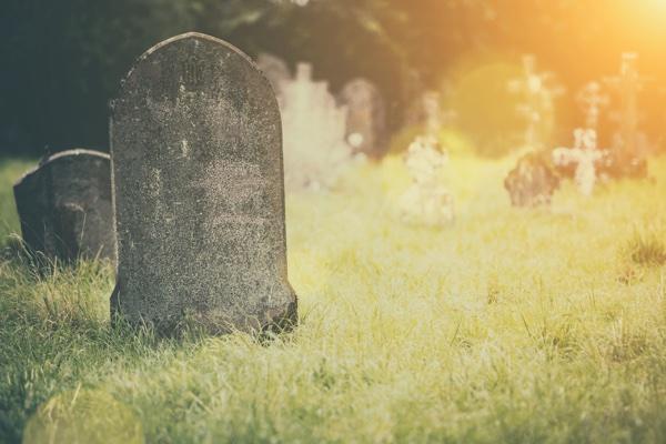 graveside_with_sunlight.jpg