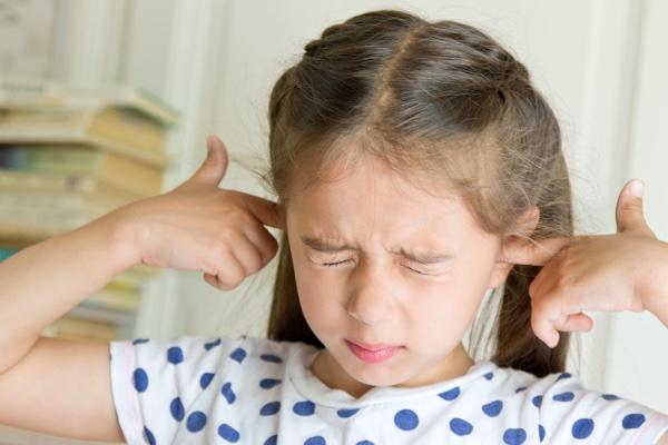girl_covering_ears.jpg
