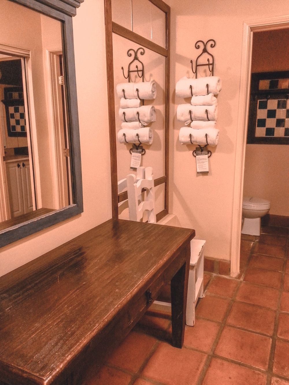 hotelpeppertreepowderroom.jpg