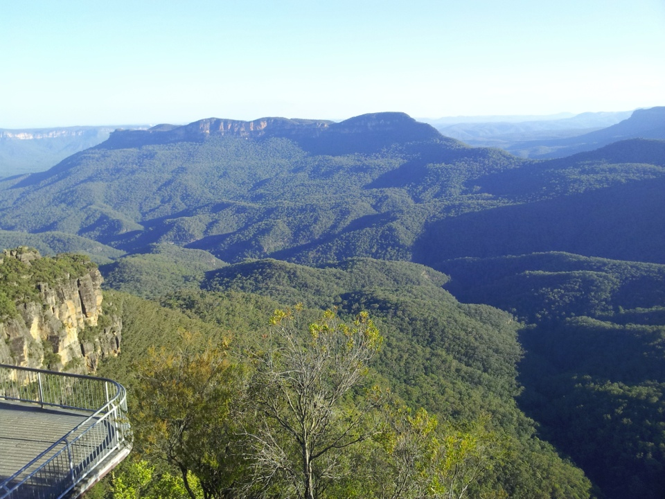 Spectacular Jamison Valley at Echo Point Lookout, Katoomba, Blue Mountains, NSW