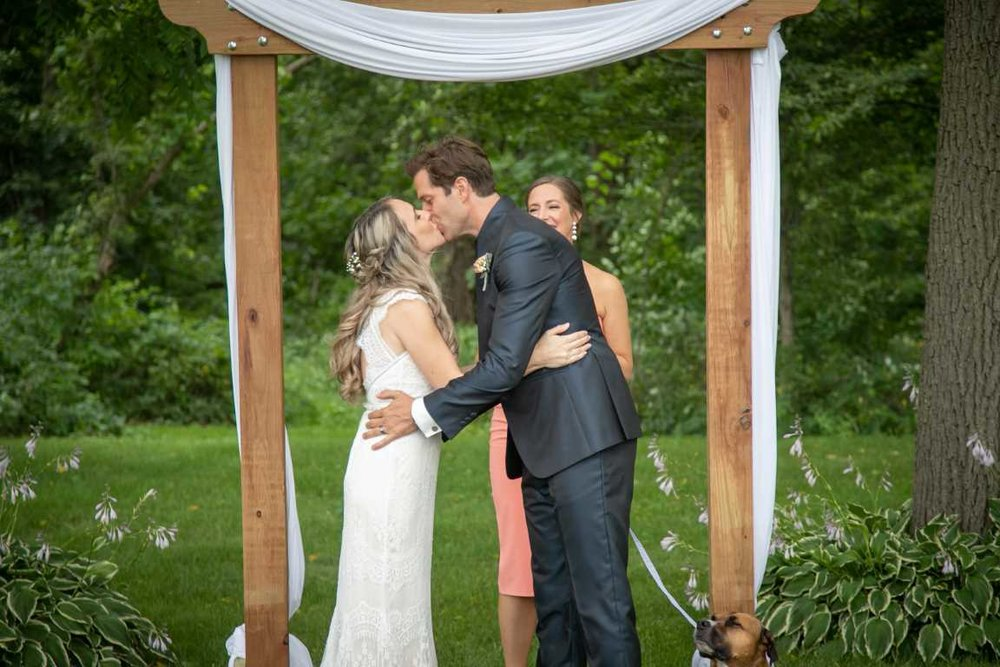 Outdoor ceremony - kiss