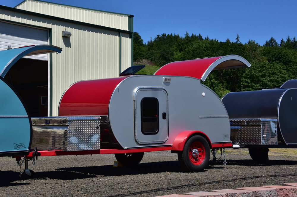 trailer-silver-red.jpg