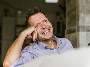 Frédéric Laloux   Le livre de Laloux, Reinventing Organizations, a eu un grand impact sur moi comme sur des milliers de lecteurs et lectrices dans le monde entier. Super intéressant et stimulant.   (Crédit photo : Freunde von Freunden - Robert Rieger)