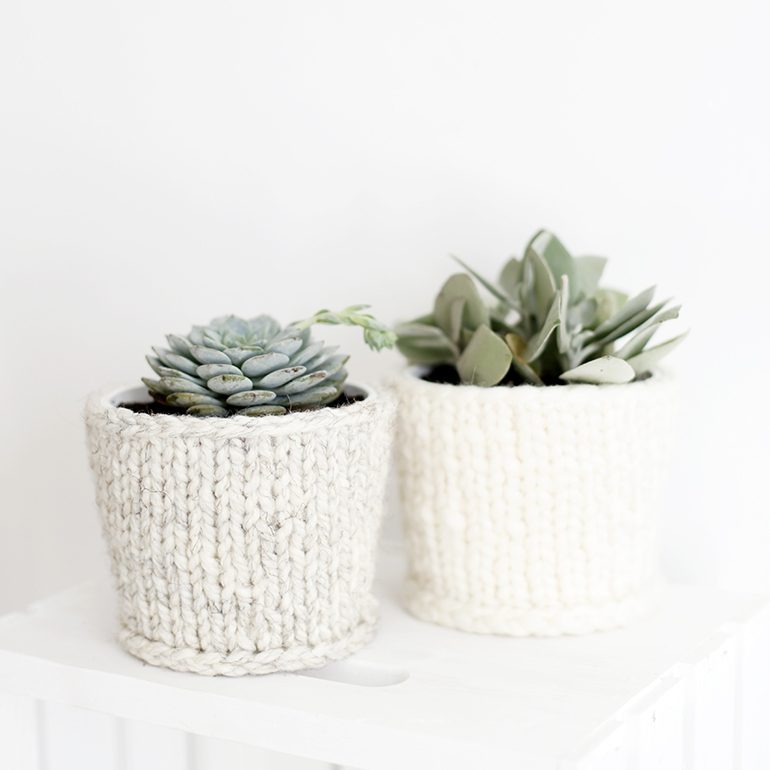 DIY knit planter cover by The Merrythought