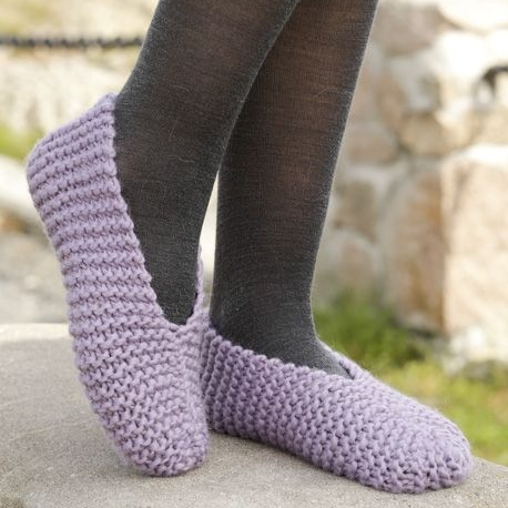 Easy steps slippers by Drops Designs