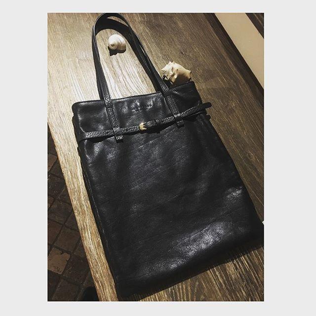 Hello weekend with GINNY bag black! Black in spring is cool⭐️...tra poco in tutti i negozi che vedete sul sito o scriveteci per prezzo e disponibilità ♥️