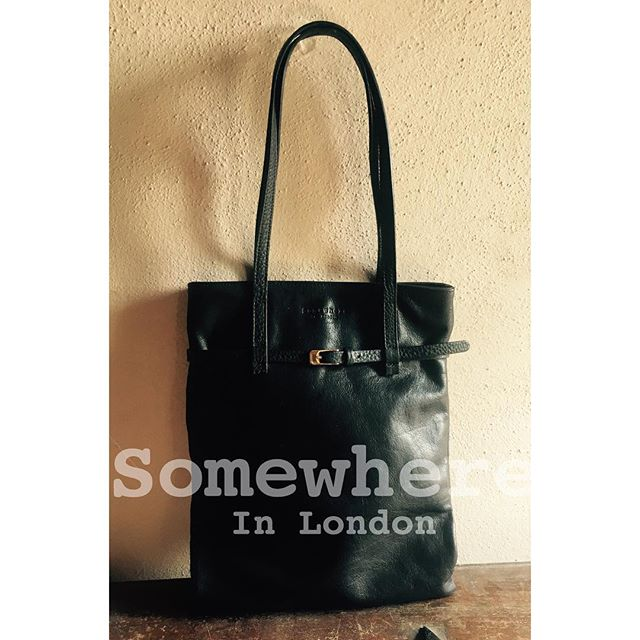 ...enjoy our GinnyBag in black leather for a chic and rock style....🎸🎸🎸
