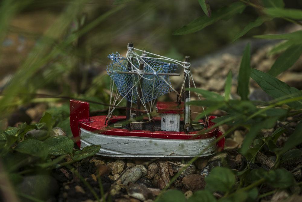 red_boat1.jpg