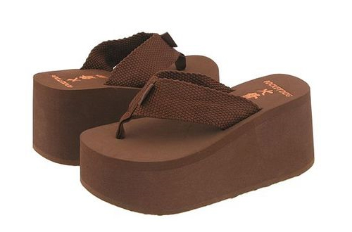 worst-fashion-trends-of-the-decade-platform-flipflops.jpg