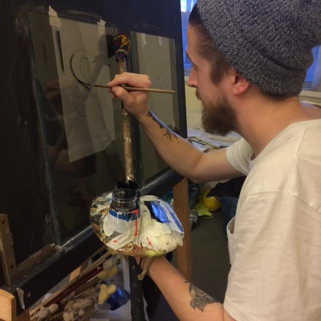 joey-coleman-learning-to-gild-at-ngs-signwriting-training-studio-london-2.jpg