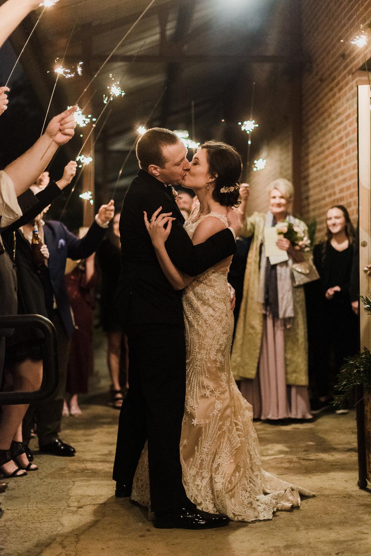 Joie_Thomas_JacksonMS_Wedding-14.jpg