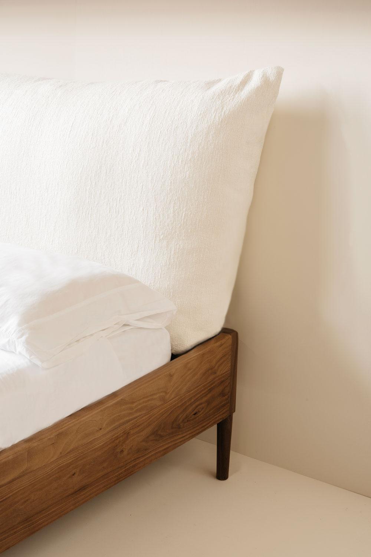 Frame & Pillow Bed