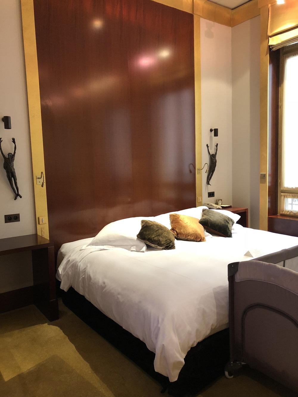 Park Deluxe Room (2018) - Park Hyatt Paris Review Travelhappy
