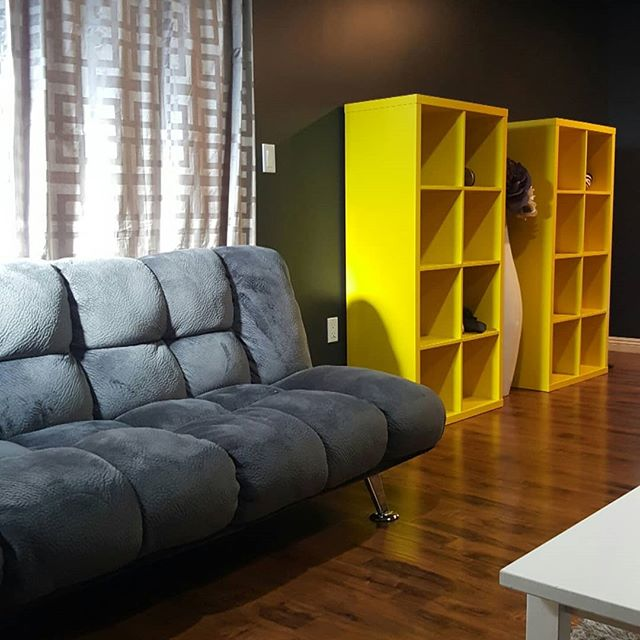 #appreciationpost for our amazing, cozy, living room couches 😍... #couchbae 🛋❤ . . . #instagood #instahome #instadesign #instart #livingroom #furnituredesign #furnishings #details #homeawayfromhome #hostellife #LosAngeles #LAdance #dancers #sleepydancers