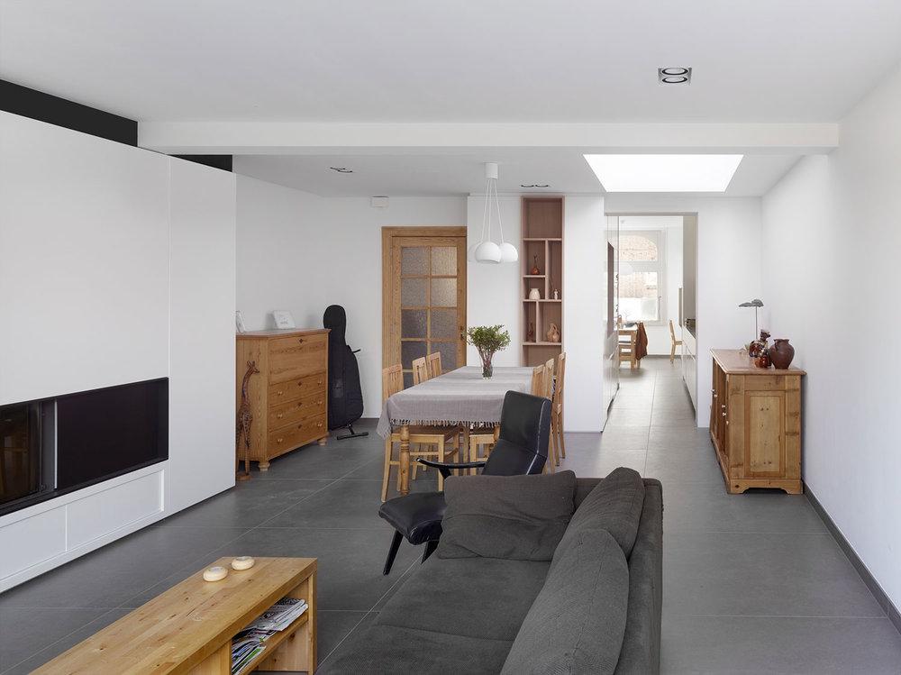 Woning D. L. Interieur woonkamer en eetkamer
