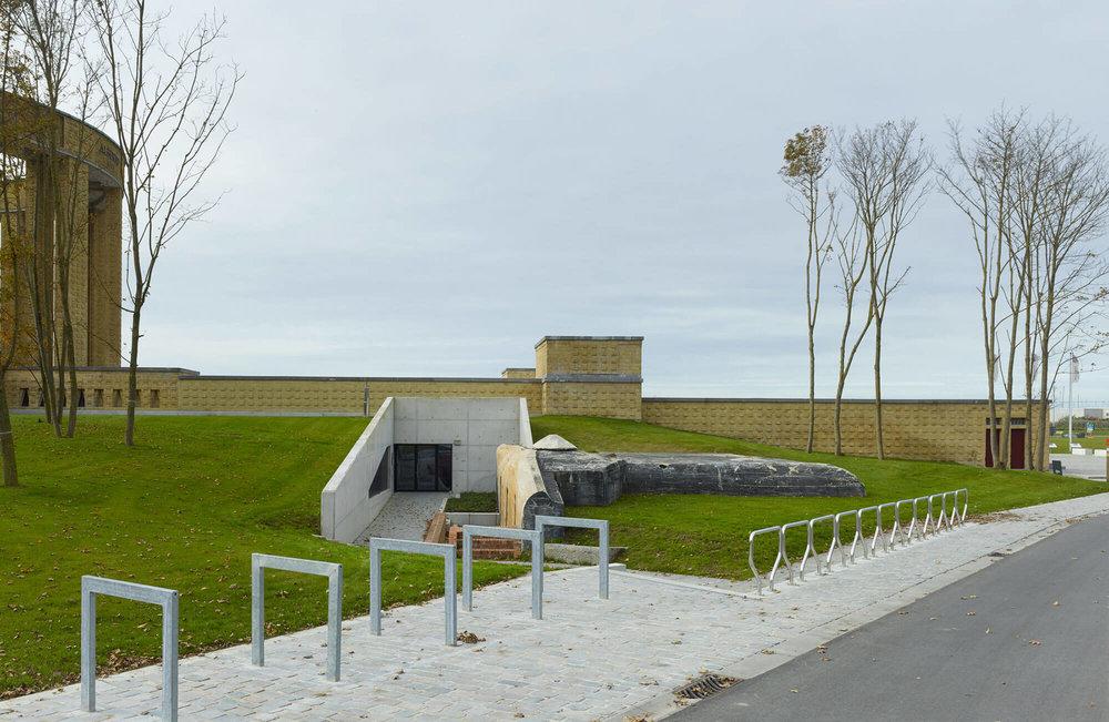 Sportschietstand_Buiten_westfront_monument.jpg