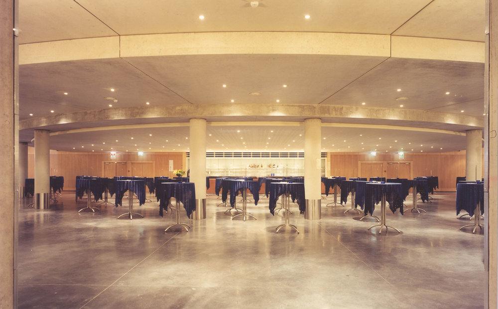 Een uitgestrekte receptieruimte voorziet de Zuiderkroon van een ideale plek voor bijeenkomsten, recepties en andere evenementen.